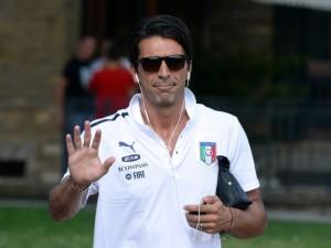 Gianluigi+Buffon+Italy+Tarining+Session+Press+-CBbkm_lS_tl