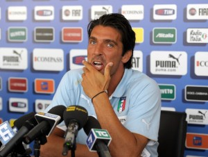 Gianluigi+Buffon+Italy+Training+Session+Press+6y9Fs_AbvxLl