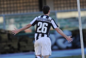 Stephan+Lichtsteiner+AC+Chievo+Verona+v+Juventus+YwoDoRnxEu6l