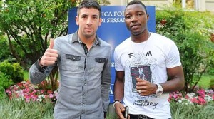 Foto Fabio Ferrari / LaPresse 15 06 2012 Torino, Italia Sport, calcio Mauricio Isla, nuovo giocatore della Juventus Fc, arriva a Torino per la visite mediche. Nella foto:Kwadwo Asamoah e Mauricio Isla   Photo Fabio Ferrari / LaPresse 15 06 2012 Turin, Italy Sport, calcio Mauricio Isla, new player of Juventus Fc, arrives in Turin for the medicals exams. Nella foto:Kwadwo Asamoah and Mauricio Isla