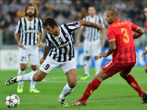 Galatasaray's midfielder of Brazil Felipe Melo (R) fights for the ball with Juventus' forward of Montenegro Mirko Vucinic during their group B Champions League match between Juventus and Galatasaray at Juventus Stadium Turin on October 2, 2013. AFP PHOTO / GIUSEPPE CACACE        (Photo credit should read GIUSEPPE CACACE/AFP/Getty Images)
